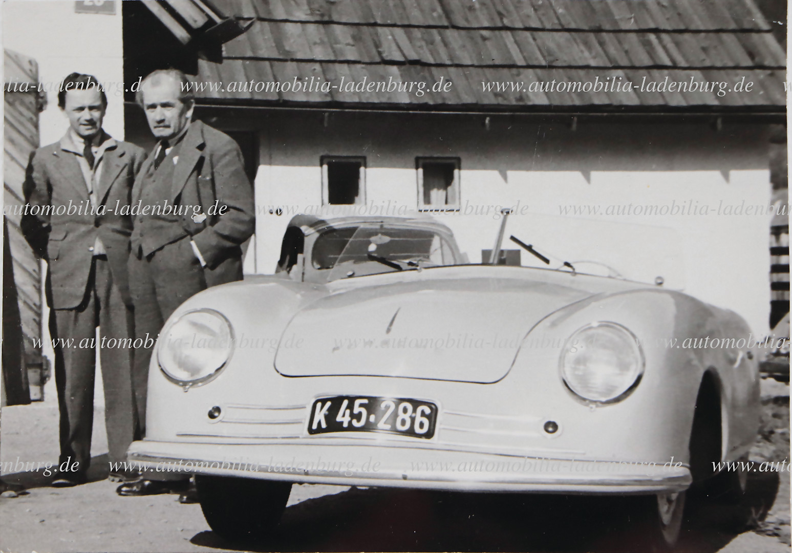 PORSCHE original B/W photo from 1948, Ferry and Ferdinand Porsche beside the Porsche 356 No. 1 - hammer price 1.201 €