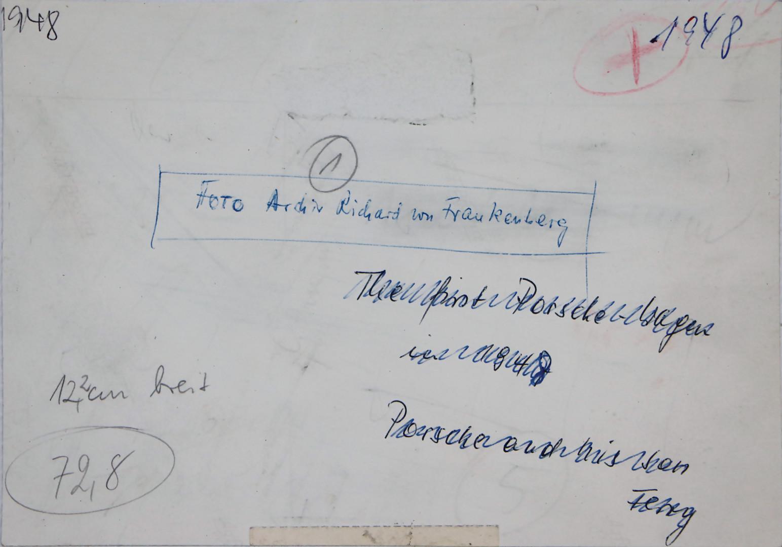 PORSCHE Original s/w Aufnahme von 1948, Ferry und Ferdinand Porsche neben dem Porsche 356 Nr. 1 - Zuschlag 1.201 €