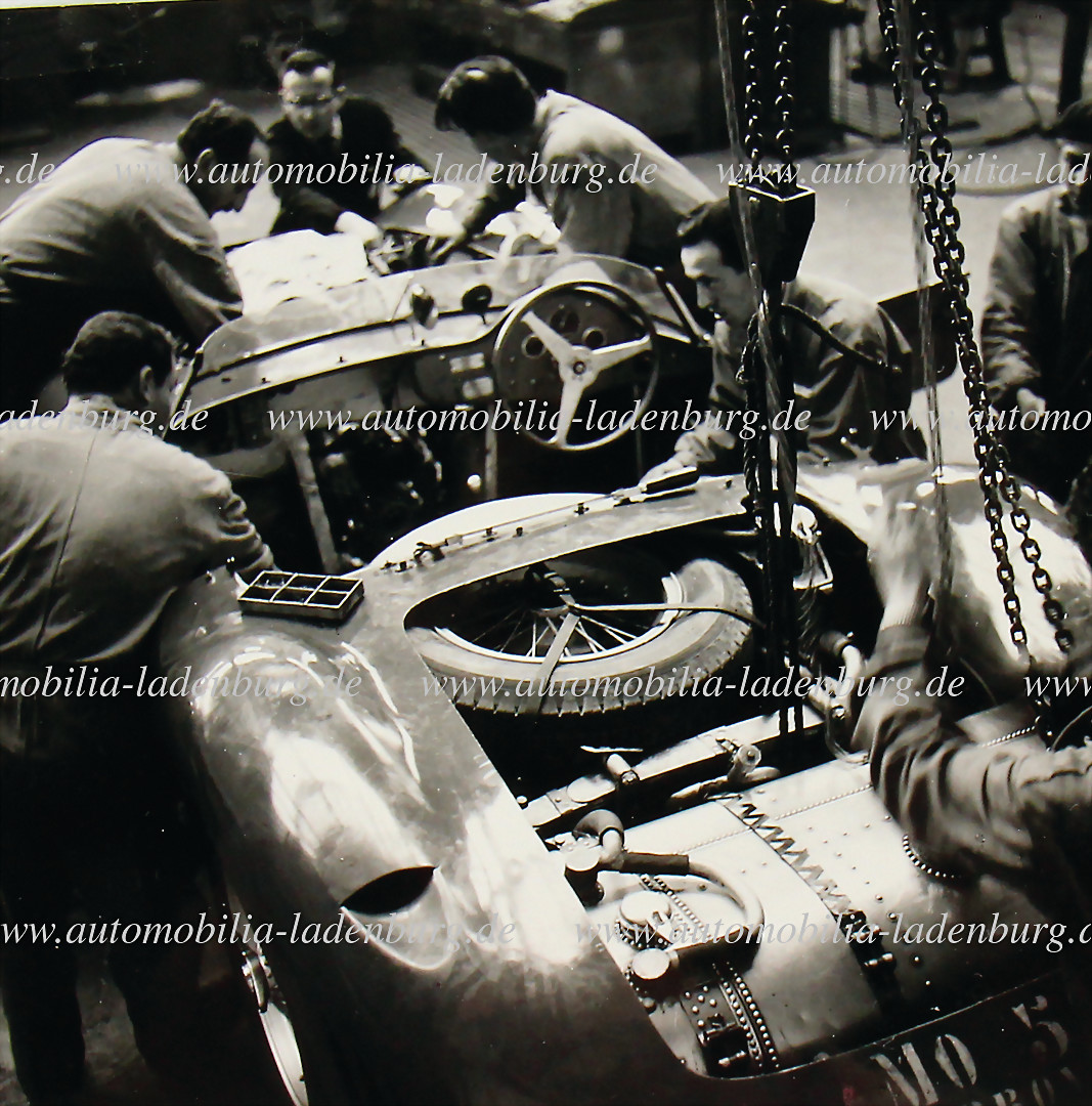 original B/W photo Maserati 450S, preparation Mille Miglia 1957 - hammer price 581 €