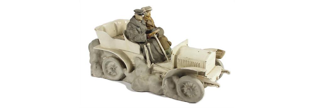Nr. 3003 - Deutschland 1906/07, großes Porzellanmodell Motorwagen mit Fahrer