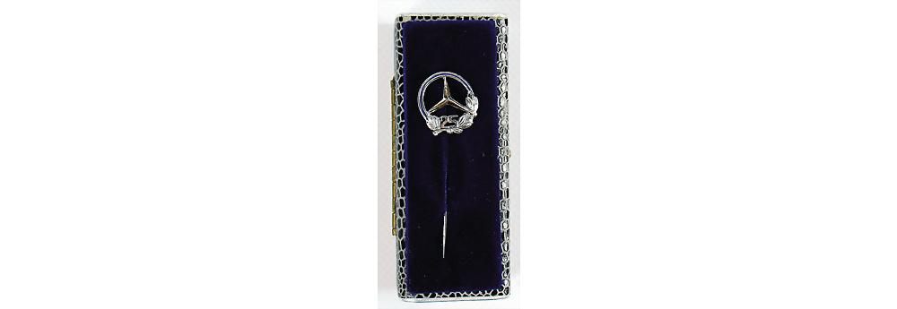 "Nr. 3015 - Mercedes Benz, Mercedes-Benz Anstecknadel '25"""